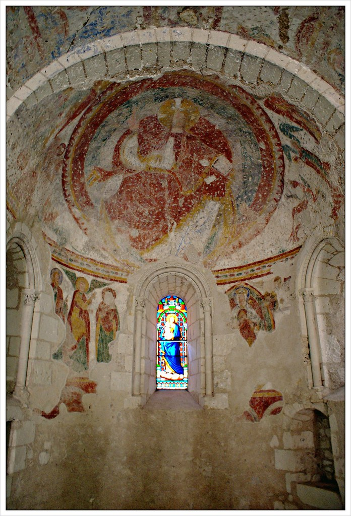 Apse and wall paintings