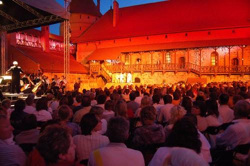 Pilnėnai opera: getting dark
