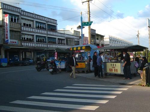 (20100110)美好的假日從Brunch開始,本趟宜蘭旅遊讓我們最難忘的銅板小吃,現做的蝦餅和春捲價格很便宜,還有最熱門的宜蘭景點,就足以 ...
