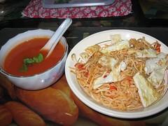 tomato&basil soup + noodles