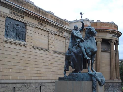 Statue Right