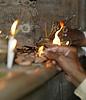 Encendiendo  Velas  en  el Templo . .