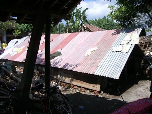 Tempat tinggal sementara Nuryani dengan keluarga/tetangganya.