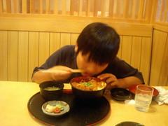 かつまる衣山店 カツ丼を食べる