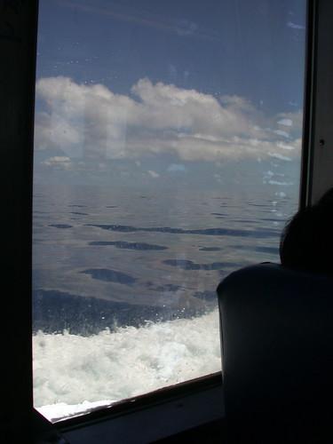 快到蘭嶼,海水平靜無波