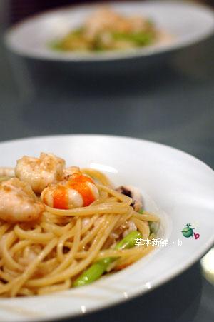 蘆�泰國蝦墨�義大利麵