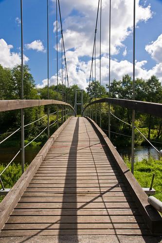 Kabantis tiltas per Žeimeną