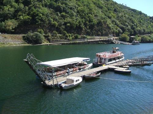 Catamaranes en el Cañón do Sil