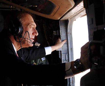 Ehud Olmert flies over northern Israel - 26 July 2006
