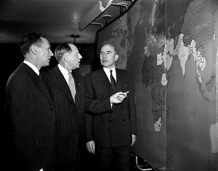 de Murville, Murphy, and Makins discussing situation in Middle East 1956