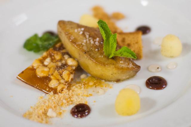 Gebakken foie - perenstroop - vanille-appel - hazelnoot
