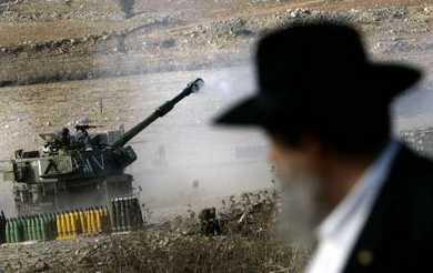 ultra-orthodox at an artillery site, near Fassuta N Israel.  [Reuters]