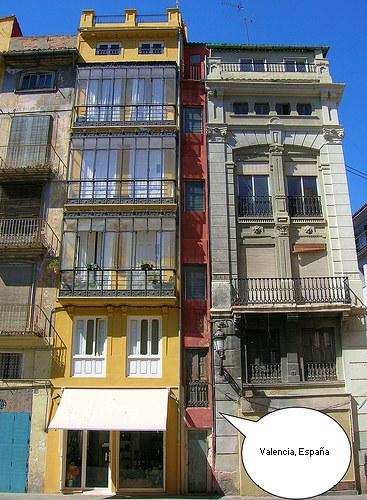 Edificio estrecho en Valencia, España