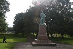 peel statue