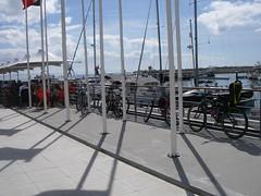 Bicicletas nas esplanadas do Porto de Recreio de Oeiras
