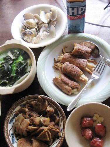 clams, taiwanese sausage, pork, mushrooms, soup, HP sauce
