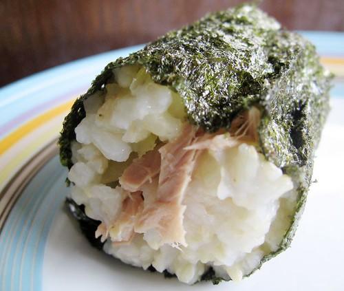 tuna seaweed rice roll- 飯糰