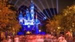 TT :  Une femme frappe son petit ami sur la tête pendant la proposition de Disneyland, dit-elle , influenceur