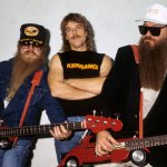 ZZ Top performs first concert without Dusty Hill following his sudden death at 72 years old 💥👩💥
