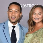Chrissy Teigen among Obama's birthday party guests following her cyberbullying scandal 💥👩💥
