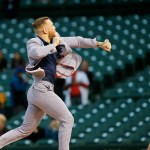 UFC's Conor McGregor throws awful first pitch at Cubs game: 'It's a little off' 💥💥