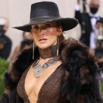 Jennifer Lopez wows at Met Gala 2021 with Western-inspired look 💥👩💥