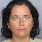 Chicago woman allegedly makes false bomb threat at Florida airport after arriving late to her flight 💥👩👩💥