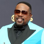 2021 Emmys: Cedric the Entertainer roasts the British royal family, 'Jeopardy!' and more in opening monologue 💥👩💥