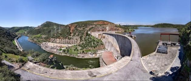 Embalse de Valdecañas, sobre el río Tajo. Completamente lleno, al 95% de su capacidad. Belvís de Monrroy (Cáceres), río Tajo.