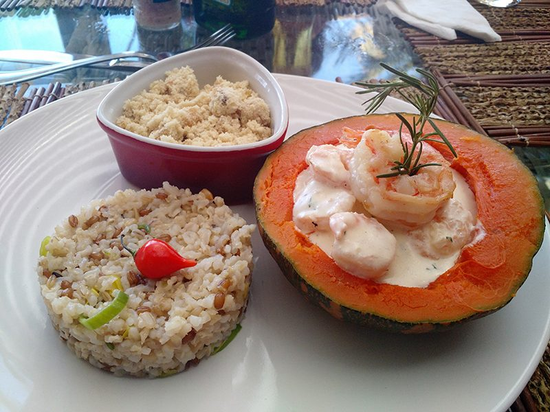 Nossa pedida no restaurante El Floridita, que fica próximo ao hotel: camarão com abóbora, farofa de banana da terra e arroz com côco. Delícia!
