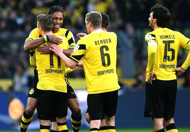 Der BVB feiert den Derbysieg