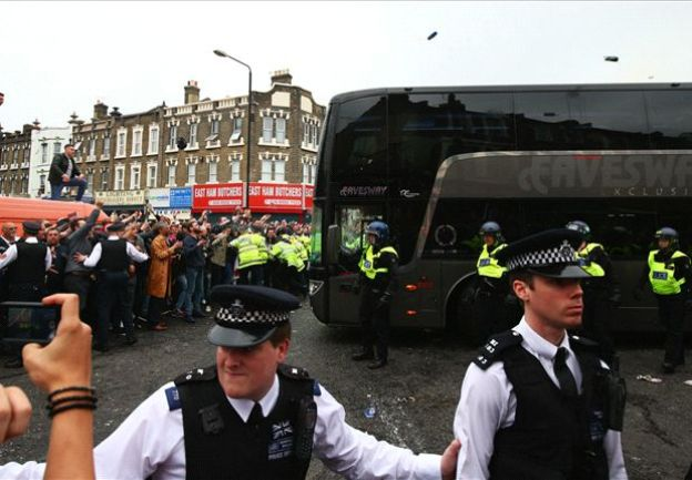 Manchester United bus 'smashed up' by West Ham fans