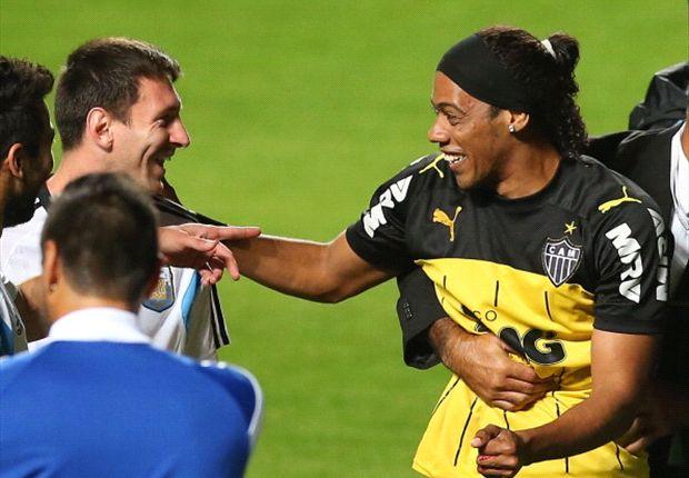 Messi fooled by Ronaldinho lookalike