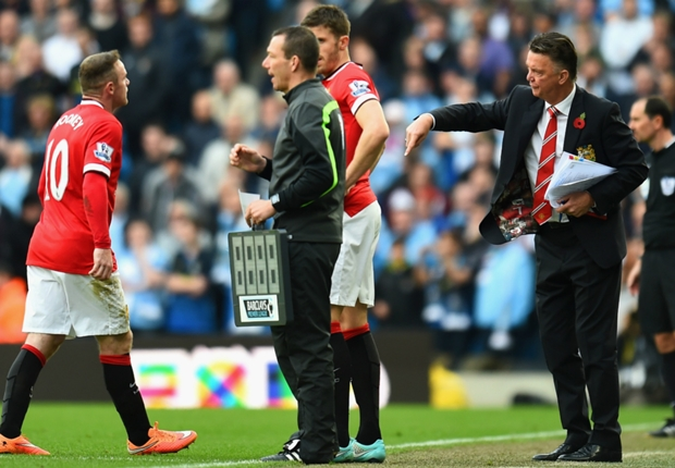 Van Gaal: Smalling's second yellow card was stupid