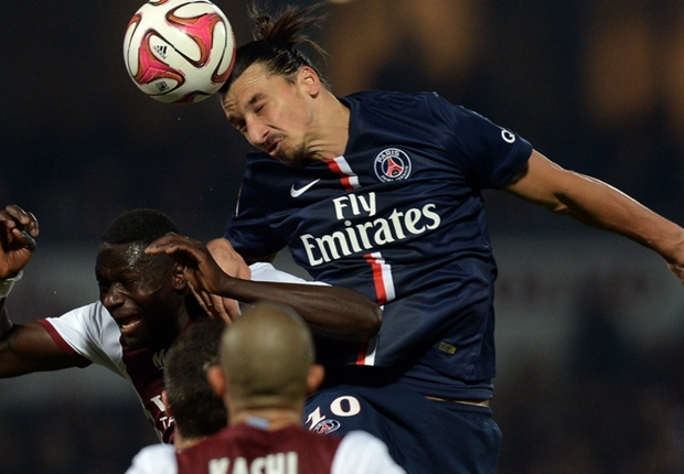 Metz 2-3 PSG: Lavezzi's late winner sends champions top