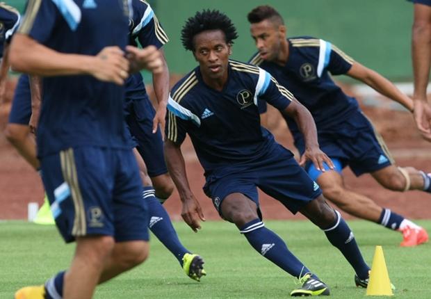A disposição do ex-jogador da Seleção Brasileira impressiona nos treinamentos