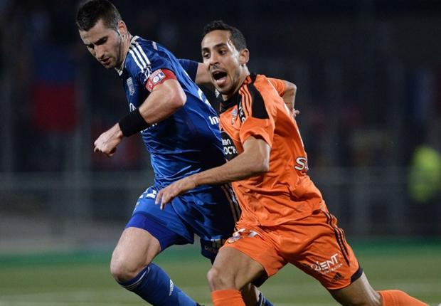 Lyon fail to punish PSG collapse