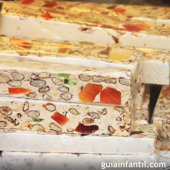 Turrón de mazapán y frutas confitadas al ron