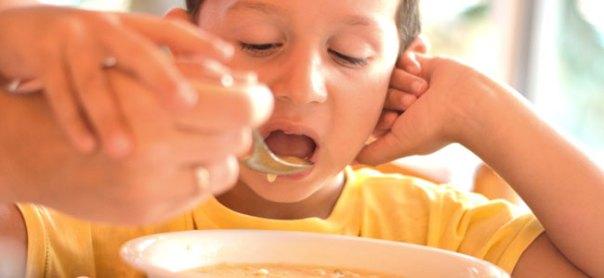 Por qué no debemos obligar a comer a los niños