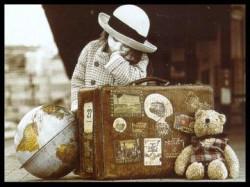 Risultati immagini per valigia di cartone