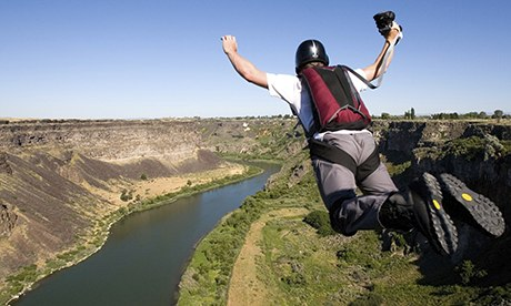 Base Jumper leaps from the Perrine Bridge