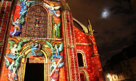Angels projected onto Le Mans Saint-Julien cathedral