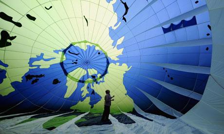COP16: getting ready for Cancun : A Greenpeace activist checks the hot air ballon : MDG