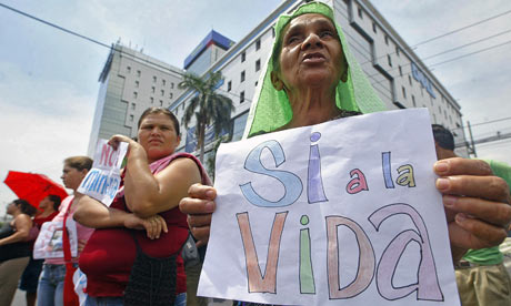 MDG : El Salvador : protest against Canadian mining corporation Pacific Rim