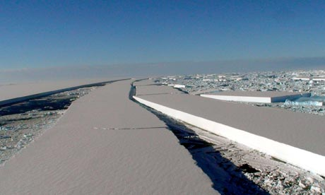 Wilkins ice shelf breaks apart in Antarctic