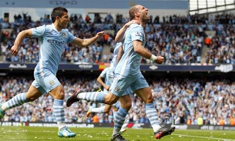 Zabaleta celebrando el primer gol del City