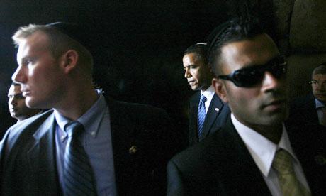 https://i1.wp.com/static.guim.co.uk/sys-images/Guardian/About/General/2010/3/5/1267804153709/Barack-Obama-surrounded-b-001.jpg?w=600&ssl=1