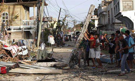Typhoon Haiyan: people in Daanbantayen