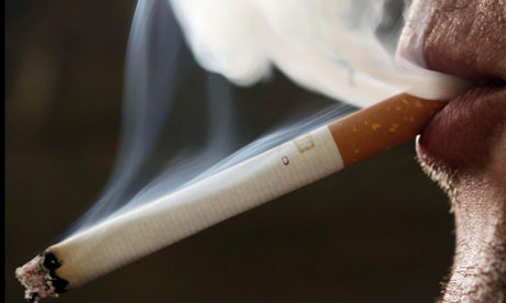 Sólo la mitad de los fumadores de largo plazo ver los 70 años.