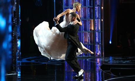 Charlize Theron y Channing Tatum bailando en los Oscar 2013